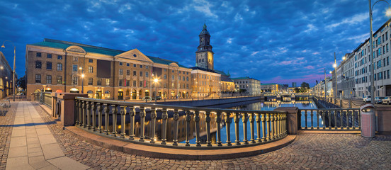 Fototapete - Panoramic view on the embankment from Residence bridge in the evening in Gothenburg, Sweden