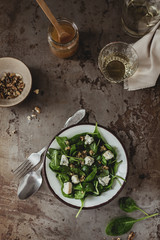 Spinach salad with blue cheese and walnuts