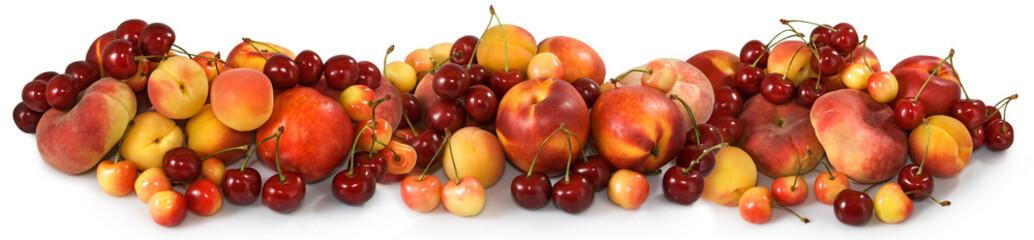 Owoc w koszu w ogrodowym zbliżeniu