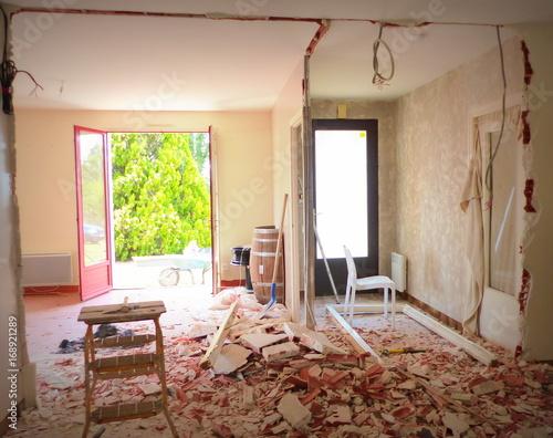démolition intérieure de cloison,travaux de maison,\
