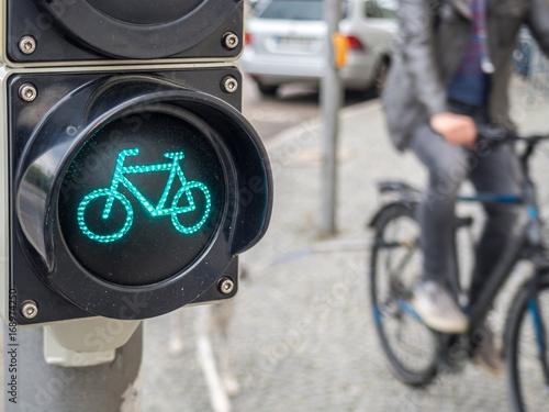 Fahrradampel Mit Fahrradfahrer Stock Photo And Royalty Free Images