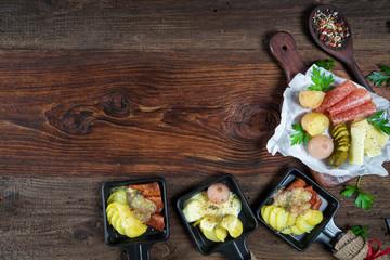 Photo sur Plexiglas Buffet, Bar Raclette - Wurst und Käse - Platte - Jause - Zutaten - Grill - Grillen
