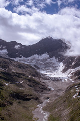 Zurückgehender Berggipfel