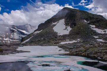 Gletscher See zwischen dem Steingeröll