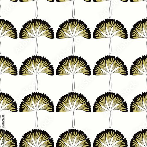 Forme A Ventaglio Oro E Nero Su Sfondo Bianco Stock Photo And