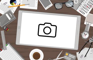 Schreibtisch mit Tablet - Kamera
