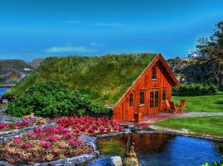 Maison au toit recouvert d'herbe, parc de Flor og fjaere, Stavanger, Norvège
