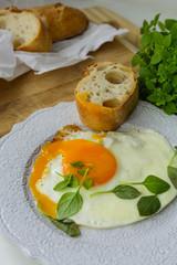 Завтрак: яичница с зеленью