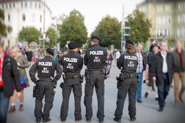 Sicherheit Zaun Kontrolle Oktoberfest Wiesn polizei veranstaltung