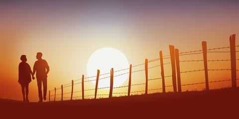 promenade - campagne - couple - marchant - jeune - chemin - coucher de soleil