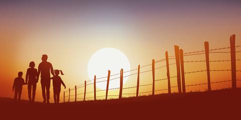 promenade - campagne - famille - marchant - chemin - coucher de soleil