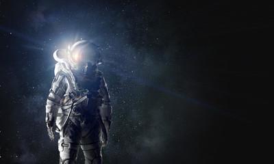 In de dag UFO Spaceman in astronaut suit. Mixed media