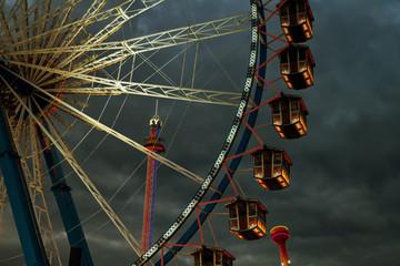 Oktoberfest Wiesn Riesenrad Fahrgeschäft Fahrgeschäfte Theresienwiese bei Nacht