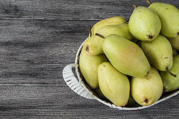 Pearfruits from the fruits of the human body,Mature pear pictures in the basket, natural and organic santa maria pear fruit pictures,