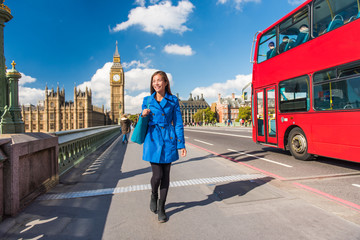 Photo sur Plexiglas Londres bus rouge London Big Ben lifestyle tourist woman walking. Businesswoman going to work on Westminster bridge with red bus double decker background. Europe travel destination, England, Great Britain.