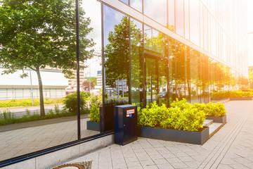 modernes Gebäude mit Sonnenschein