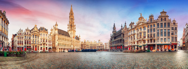 Spoed Fotobehang Brussel Brussels, panorama of Grand Place in beautiful summer day, Belgium