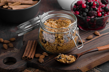 Baked granola with berries