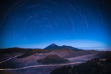 Stars Trail over mount Bromo volcano (Gunung Bromo) at night in Bromo Tengger Semeru National Park, East Java, Indonesia. Fototapete