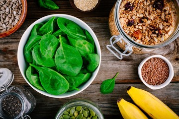 Ingredients for green spinach smoothies: bananas, granola, chia seeds