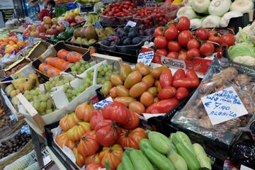 frutta e verdura al mercato
