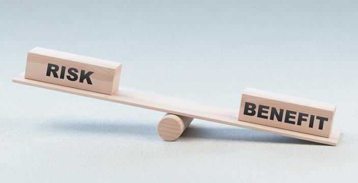 Bilancia con rischio e beneficio, scelta, concetto