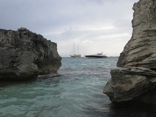 Ibiza, yacht e barca a vela in navigazione