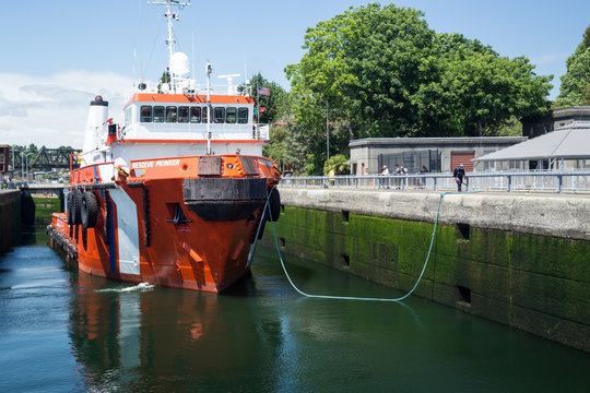 Large tugboat firefighting ship at Ballard Locks