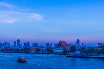 バンコクのリバーサード、チャオプラヤー川の夜景