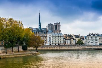 Quai de la Seine à Paris, France