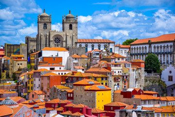 View over the old town of Porto, Portugal with the cathedral and colorful buildings Fototapete
