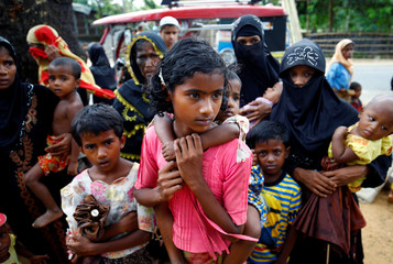 New Rohingya refugees arrive near the Kutupalang makeshift Refugee Camp, in Cox's Bazar