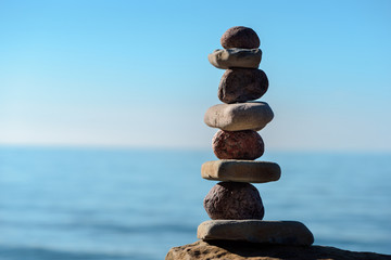 Round and flat stones