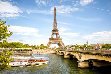 Fototapete - View on the famous Eiffel tower with Seine river and bridge in Paris