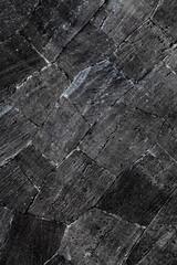 Schwarze Steinwand