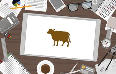 Schreibtisch mit Tablet - Kuh