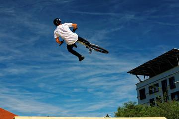 Compétition de BMX: saut extrême free style