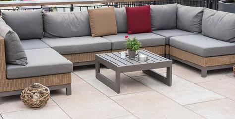 Fabulous Lounge Ecke Mit Couch Und Tisch Und Bunten Kissen With Holztisch  Couch