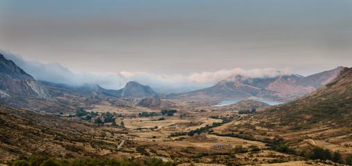 Valle, pueblo de Cubillas de Arbas y Embalse de Casares, León, España.