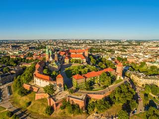 Kraków z lotu ptaka - stare miasto. Krajobraz Krakowa z Zamkiem i Katedrą na Wawelu.