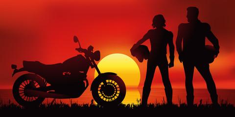moto - motard - couple - coucher de soleil - liberté -paysage