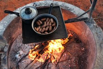 Australien, Westaustralien, Menzies, Kanguruh-Würstchen vom Grill, Nähe Menzies / Lake Ballard
