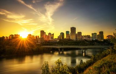 Tuinposter Canada Sunset above Edmonton downtown and the Saskatchewan River, Canada