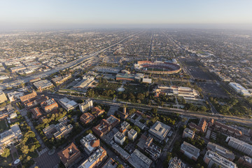 Aerial view of Exposition Park, the LA Memorial Coliseum and the University of Southern California near downtown Los Angeles.   Fototapete
