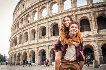 Couple at Colosseum, Rome Fototapete