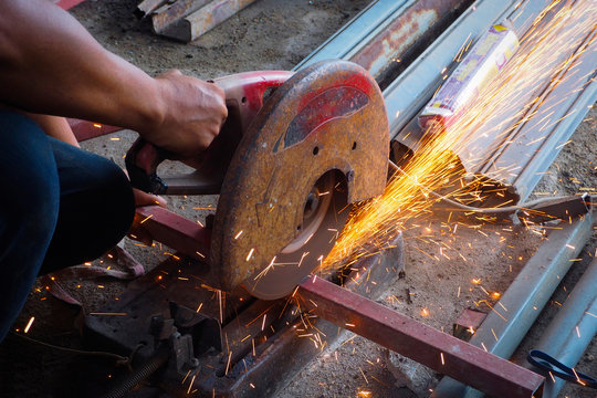 Worker use grinder to cut the tube