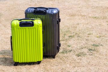 グレーとアップルグリーンのスーツケース