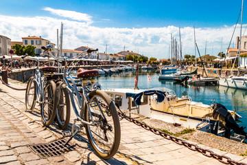 vélos sur le port de Saint-Martin-de-Ré