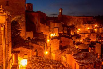 Photo sur Aluminium Rouge mauve Street Lights in the Night Sorano