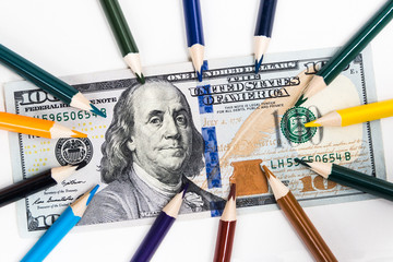 The main colors on the hundred-dollar note are shown in colored pencils.